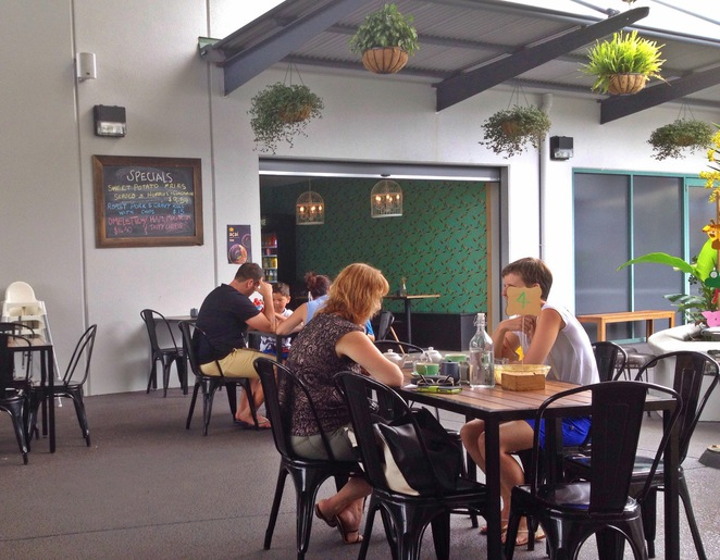 Birds and bees cafe everton hills outdoor seating