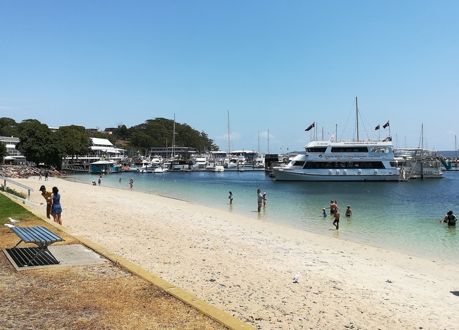d'albora marinas, nelson bay, port stephens, NSW, events, family, school holiday events, restaurants, cafes, fireworks, sacred tree markets, dolphin cruises, whale watching cruises, tea gardens ferry, port stephens ferry, jet ski hire, boat hire, fish feeding,