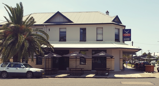 Hotel, pub, accommodation, craft beer, dog friendly, family, lunch, specials, wine, entertainment