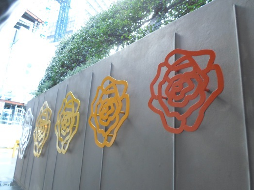 public art chatswood transport interchange, chatswood station roses