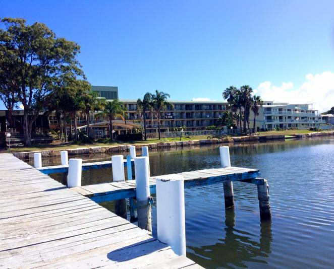 beachcomber hotel, toukley, maximilians, waterfront, restaurant, bar, bistro, waterview, jetty