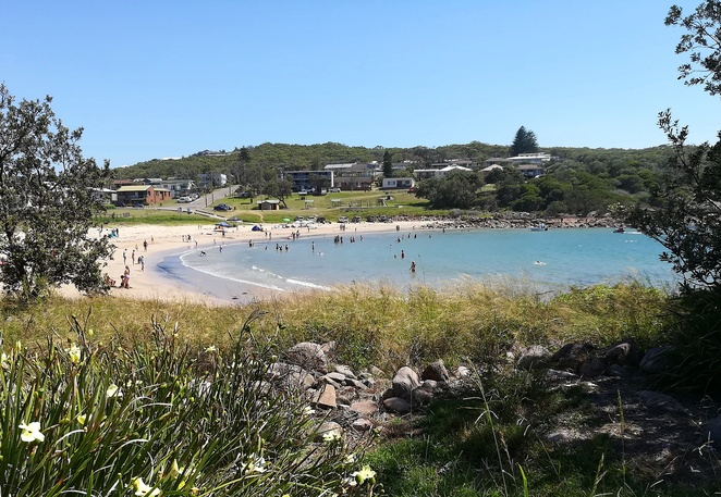 boat harbour, port stephens, nelson bay, things to do, kids, swimming, playground, family friendly, whale watching walk, bush walking, fishing spots, boat ramps, NSW,