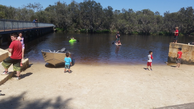 kent street weir, BBQ, watersports, cafe, eco-education centre, bushwalk, playground, BMX track, bird watching, canoe, miniature railway, playground, park run