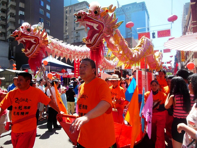 lunar new year parade in melbourne chinatown