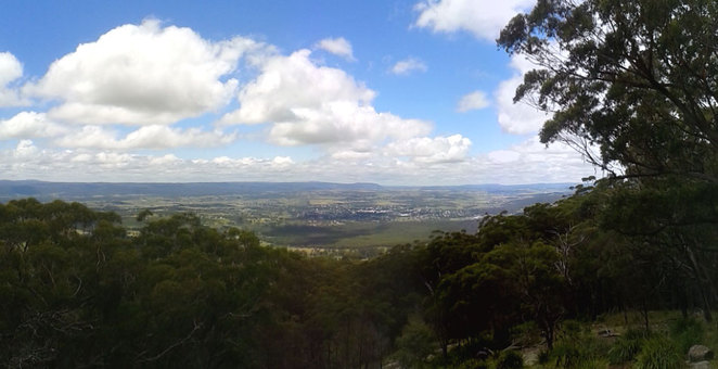 Mt Mackenzie Lookout has great views of the valley, town as well as picnic tables and barbecues