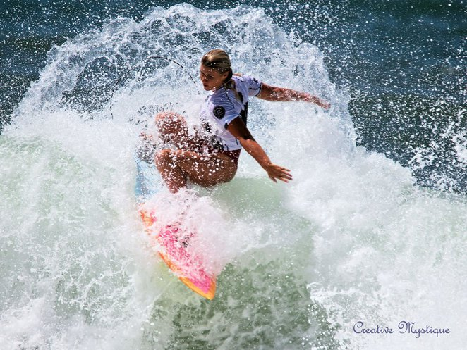 Women, surfing, competition, spectacle, beach