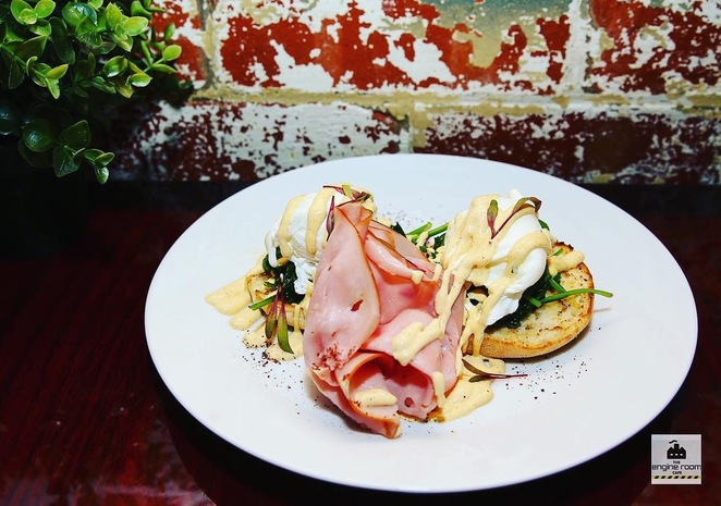 cafe, coffee shop, breakfast, dining, river views, eggs benedict, eggs benny, poached eggs,