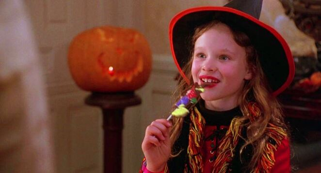 Hocus Pocus, movies about witches, Halloween, Halloween movies, movies about Halloween, family friendly movies about witches