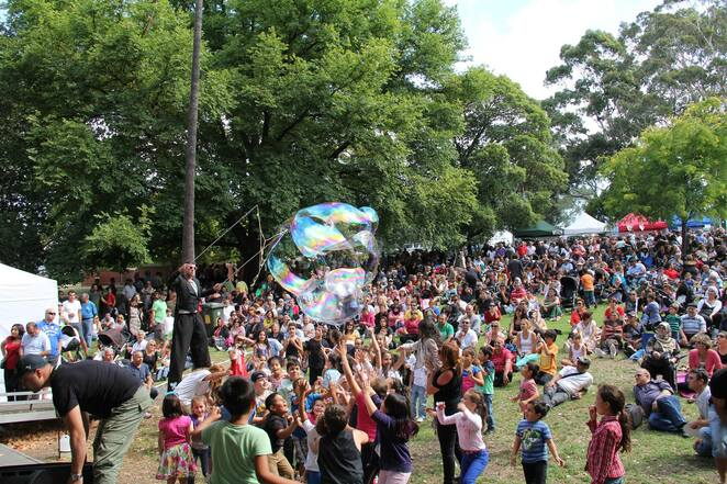 lygon street multicultural festival 2019, community event, fun things to do, sydney and melbourne concert by akm, argyle square, family fun day, cultural event, multiculturalism, live performances, musicans, music stage, delicious foods, kids entertainment