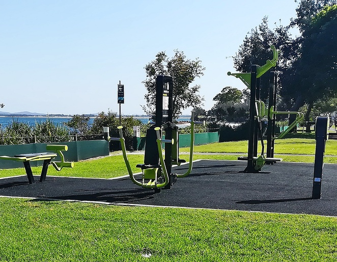 nelson bay foreshore, nelson bay, victoria parade, outdoor gym, outdoor fitness stations, exercise, free, port stephens council, gyms,