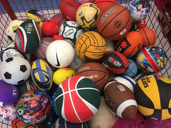 Scroungers Pre-Christmas Garage Sale 2017 wire cage of sports balls