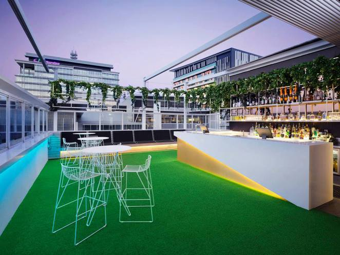 brisbane rooftop bars, best rooftop bars brisbane, limes hotel, limes hotel rooftop bar, limes hotel rooftop cinema