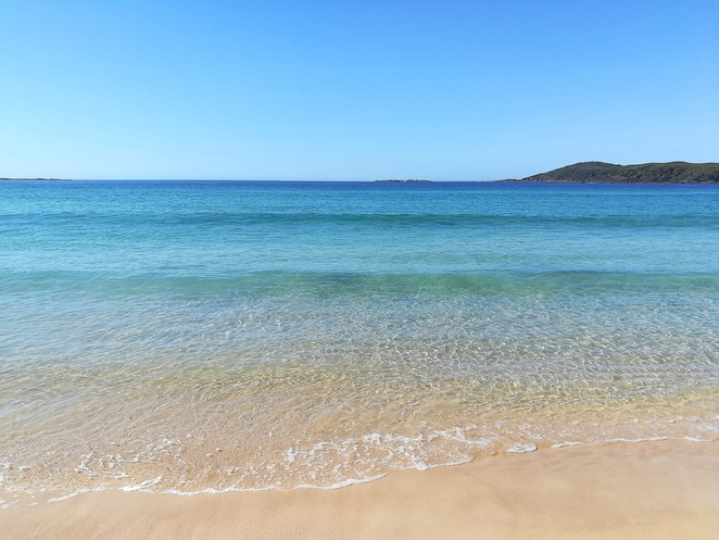 fingal bay, fingal bay beach, fingal spit, surf beaches, best beaches, life guards, surf club, things to do, longboat cafe, parkrun, port stephens, near shoal bay, near nelson bay, NSW, surfing, fishing, best fishing, shark island