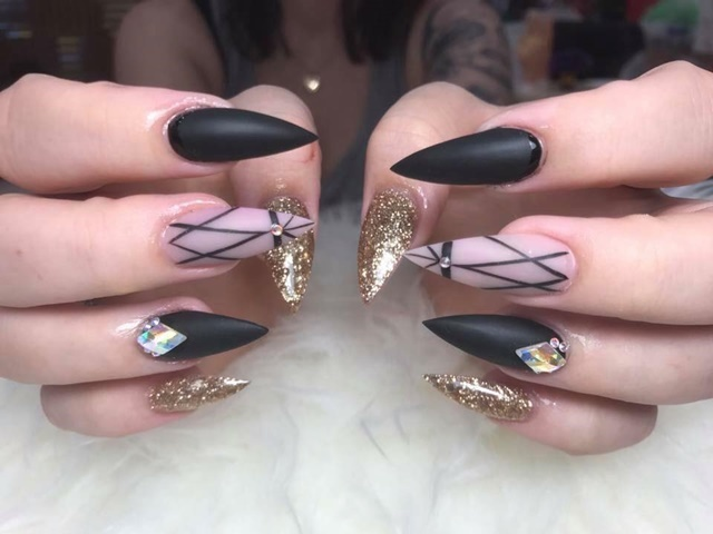 learn,to,do,nails,at,intensive,course