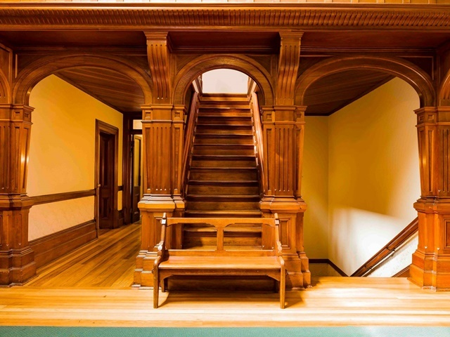 Staircase,at,Urrbrae,House