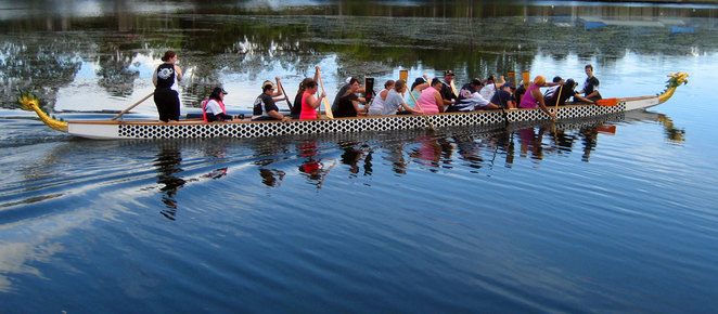 People trying dragon boating