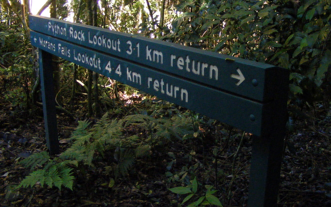 2 easy hikes start from the same spot