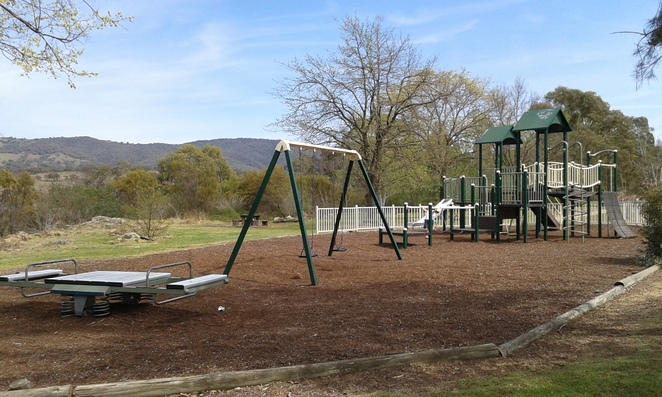 Pine Island reserve Playground, Tuggeranong, Greenway, swimming, parks, playgrounds, BBQ's, picnic