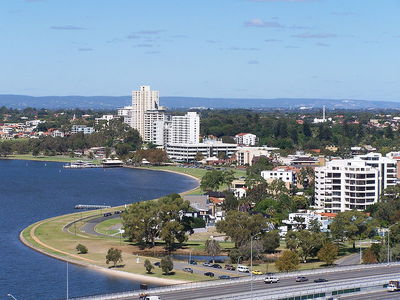 South Perth foreshore. Photograph by Gnangarra: commons.wikimedia.org