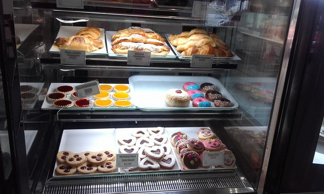 bakery, shop, cakes, pies, eat, hot, cold, sit, family, lunch, breakfast, diner, baking, coffee, Bacchus Marsh, small, town, homemade, fresh