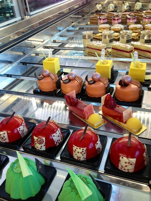 Dolce & Co Ecotel Pastry Chocolate School Dessert Bar Cafe