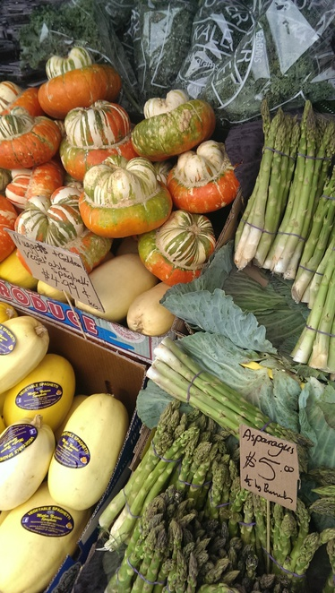 Gleadell Street Market has fresh food stalls for your favourite fruit and vegetables at an affordable price.