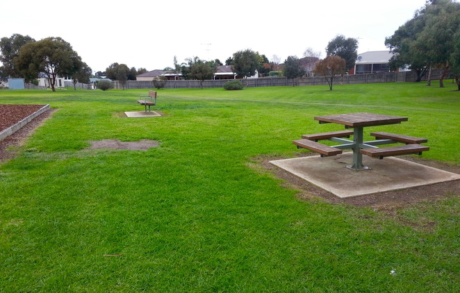 Kingston Downs Reserve, Picnic Table, Seating