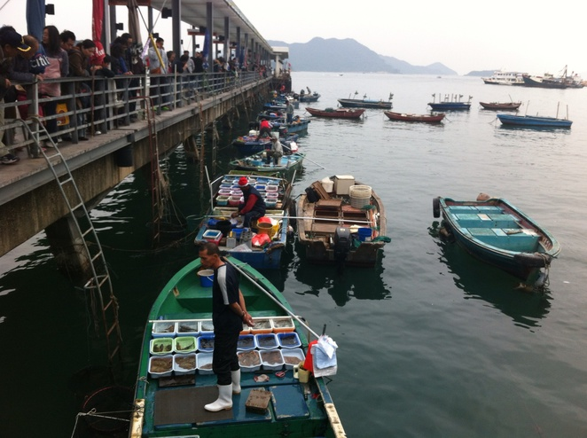 Sai Kung-boats selling fish