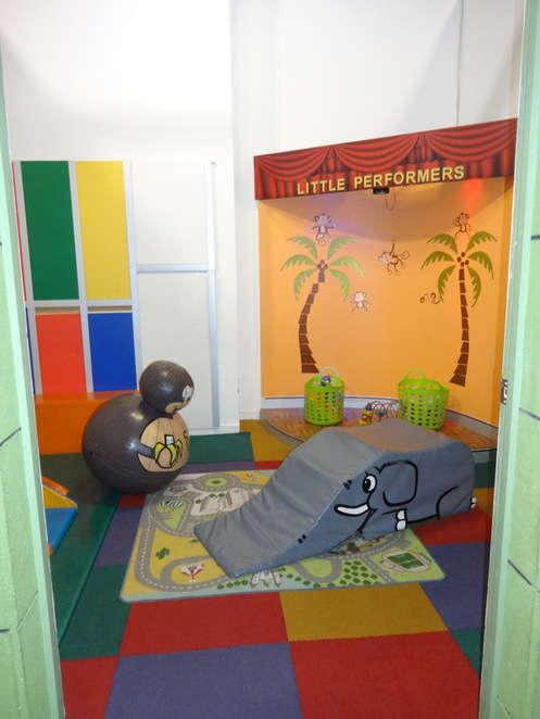 Wannabees play centre