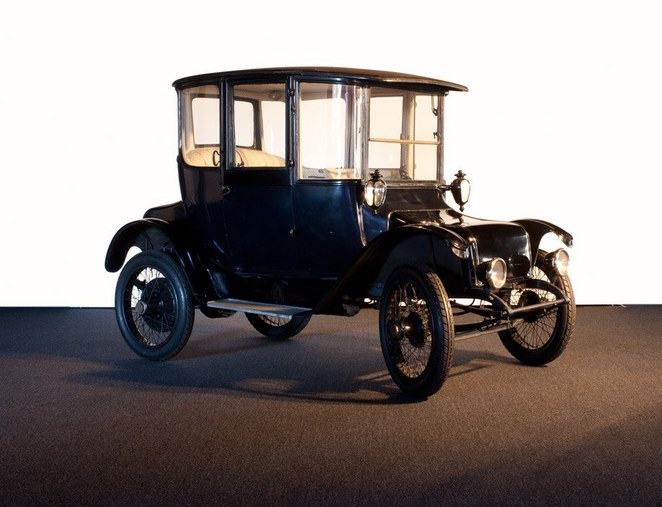 1917 Detroit Electric brougham town car