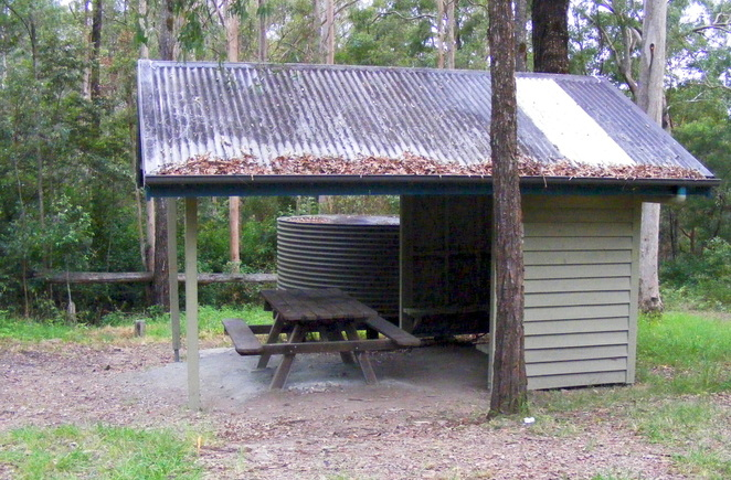 The Scrub Road Bush Camp has a water tank and picnic shelter