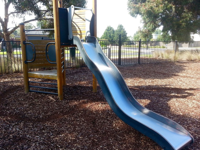 Seabank Estate, Seabanks, Seabank Drive, Barwon Heads, Park, Playground, Bellarine Playgrounds, swings, see-saw, slide,