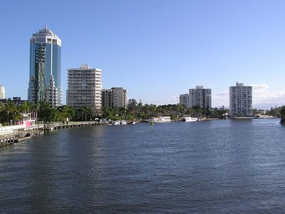 The Narang River at Surfers Paradise. Image from Wikimedia Commons (by Donaldytong).