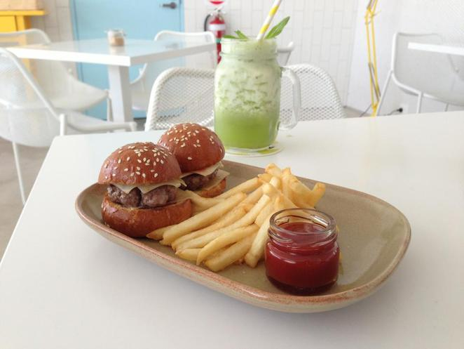 meadow cafe sliders, meadow cafe kids menu
