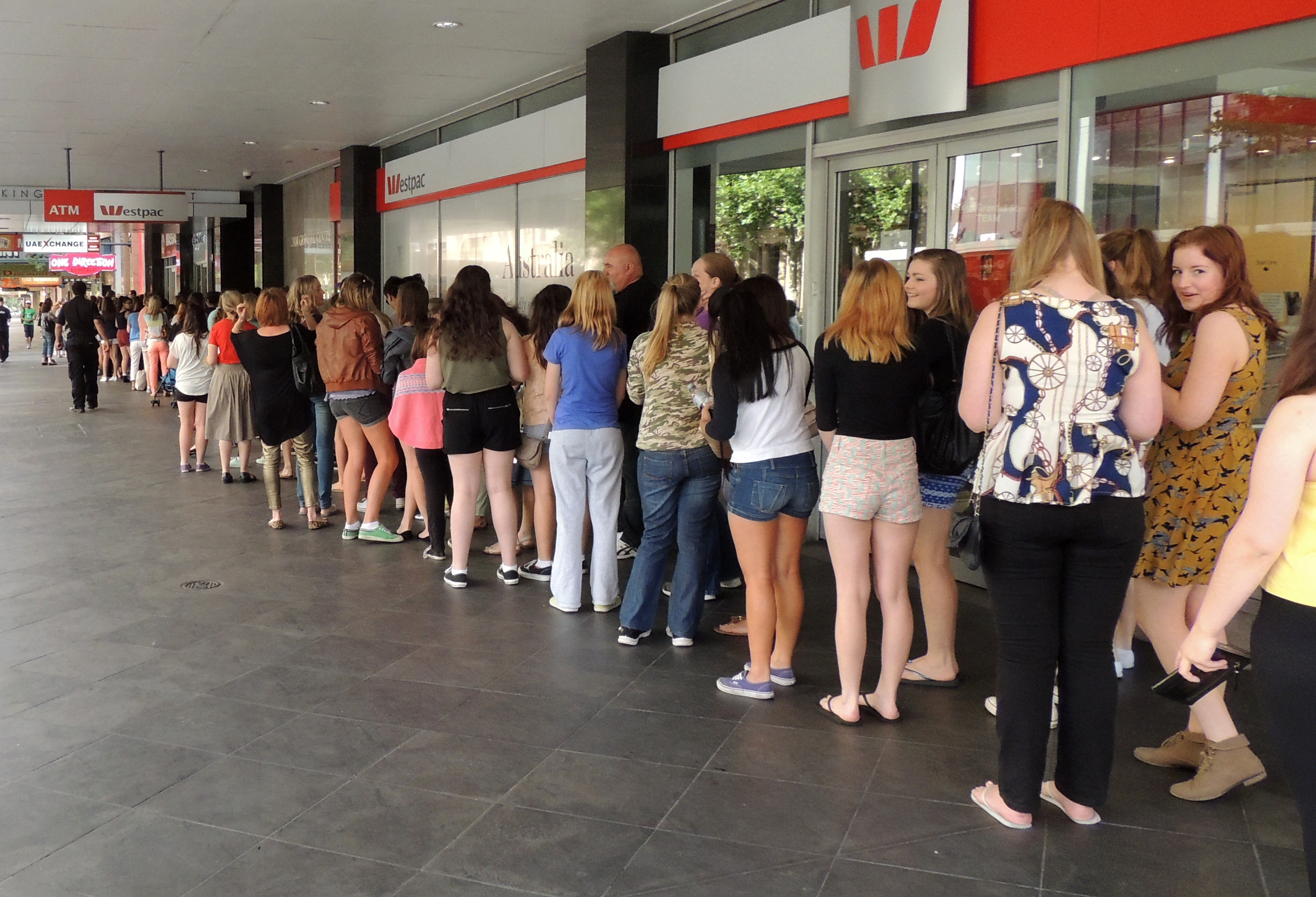 1d world one direction store adelaide adelaide the one direction queue large image m4hsunfo