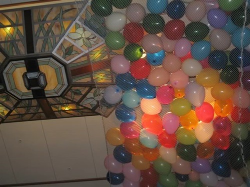 balloons,about,to,drop