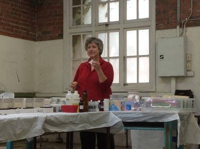Frosa teaching soy candle making