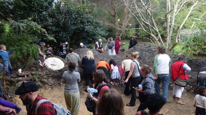 Gardening, earth seat, Poetry, open mic night, singing, community, sustainability farm, Melbourne, Yarra Valley, Ecological, Horticulture, Fun things to do, family, kids, education