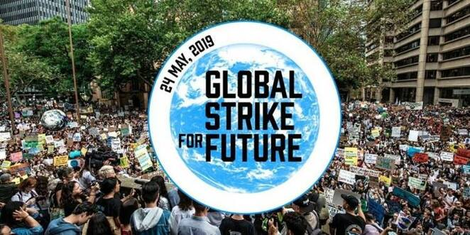 global strike for future, community event, environmental event, hosted by MAD, movement agaist destruction, public strike, global climate strike, go green, chanting, handing out flyers, peaceful protest, non violent action, future of the human race, save the animals