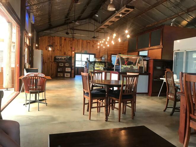 swan valley cuddly animal farm, the feed shed cafe, cafes in the swan valley, new cafes in perth, swan valley cafe, things to do in the swan valley, kids day out,