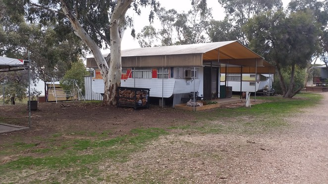 Welsman's Reef Caravan Park on the shores of Lake Cairn Curran.