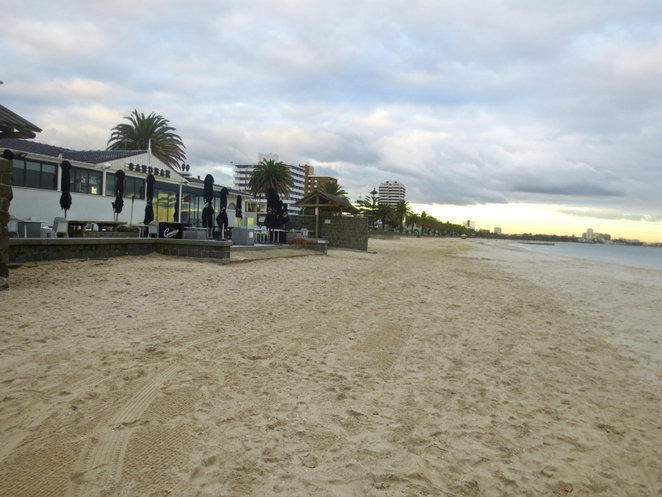 sandbar beach cafe, right on the beach, fun for children, family fun, breakfast, coffee, lunch, catering, functions, middle park beach, port phillip bay, beachside fun