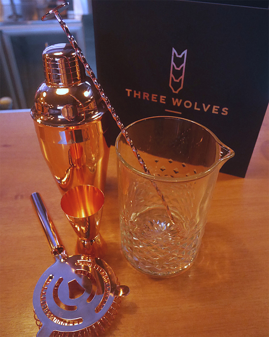 Whiskey Bar Three Wolves Premium