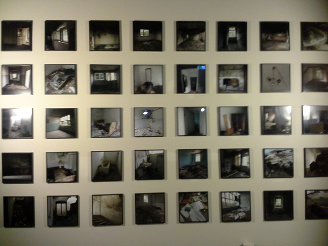 photography exhibition; implicit monuments; speculative scenography;