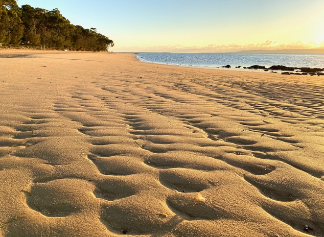 Each of the beaches on Coochiemudlo Island are lapped by the calm waters of Southern Moreton Bay