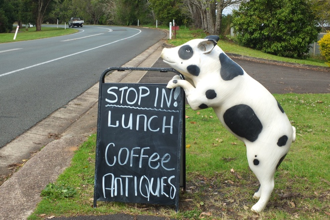 Flaxton Barn, antiques, collectables, gifts, homewares, homemade food, Verandah Cafe, wine tasting, wines from Settlers Rise, homemade pies