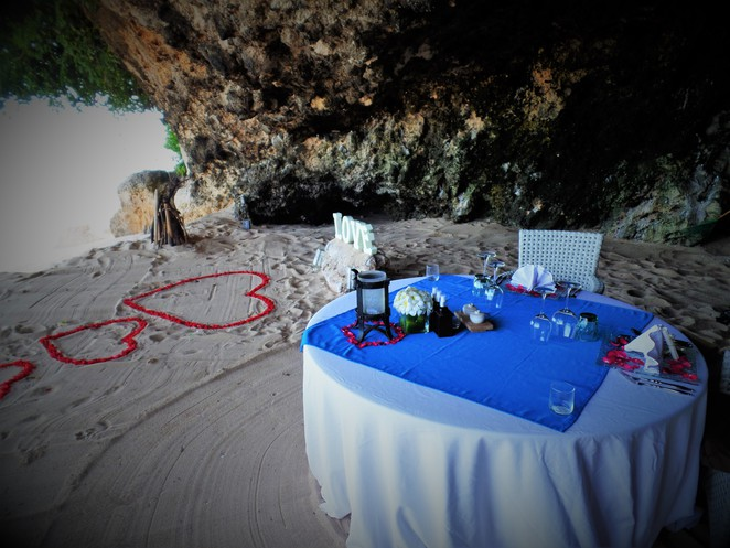 private cave dining at Samabe Bali Suites & Villas