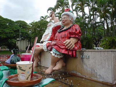Mr and Mrs Santa Clause, Hawaii (Source: Wikicommons)