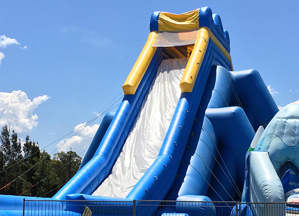 Splash'N'Bounce, Adelaide, summer fun, fun things to do, school holidays, swimming, inflatable water park, fun for kids, Adelaide kids,