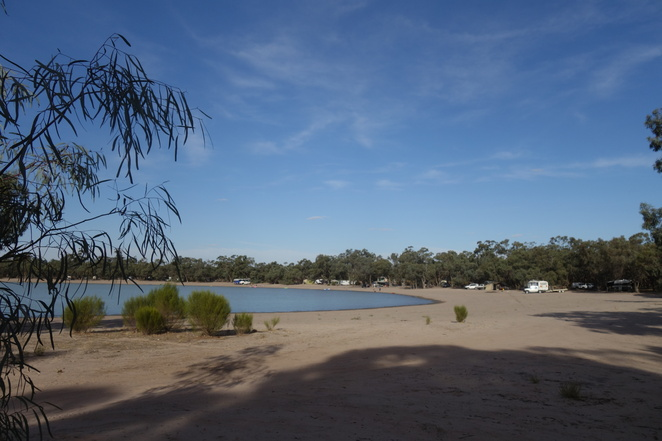 green,lake,sealake,beach,country,outback,sand,park,camping,camp